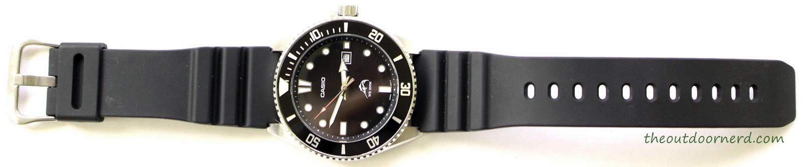 Casio MDV106-1A Diver's Watch: Shown Lengthwise