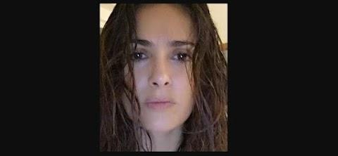 Salma hayek selfie al natural
