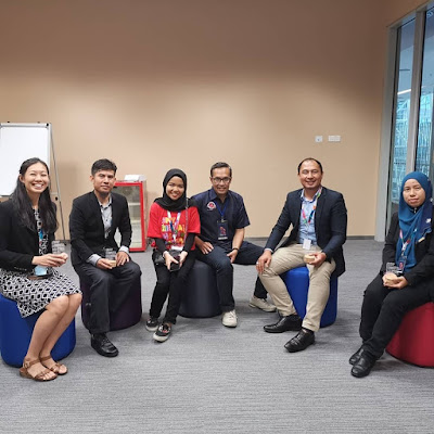 Panelist forum my Digital Maker; Cikgu Sue Ann, Cikgu Razif, Nurul, Encik Johan MDEC, saya dan Cikgu Rin