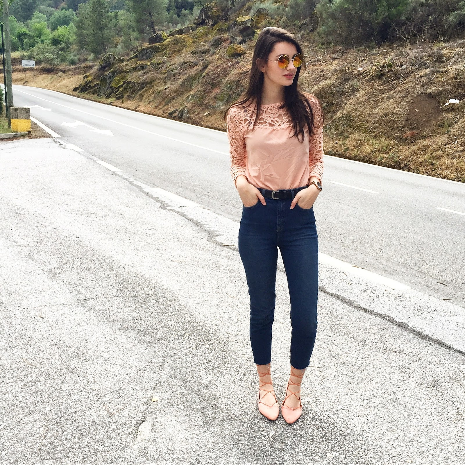 peexo-fashion-blogger-lace-top-topshop-binx-jeans-and-lace-up-shoes