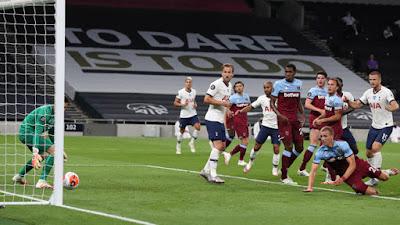 Tranh cãi Ngoại hạng Anh: Người cũ MU tố cáo Tottenham được lợi vì VAR