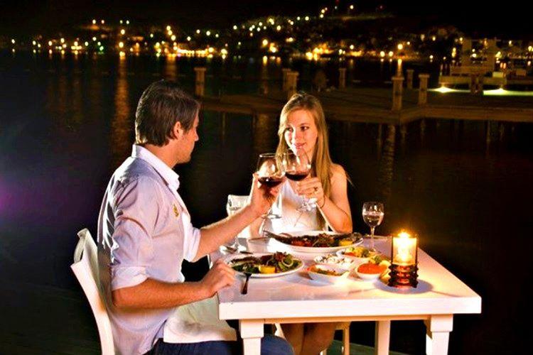 Kavgaları yemekle yatıştırın, yemek yemek insanları sakinleştirmektedir ve dikkat dağıtıcıdır.
