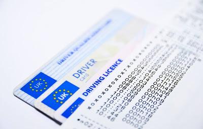 النمسا إدانة شابين يمتلكان عدة بطاقات و رخص سياقة مزورة
