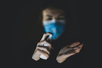 Penimbun Masker Rugi Miliaran