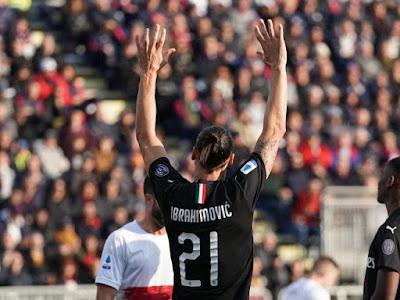 Ibrahimovic esulta dopo aver realizzato il primo goal della sua seconda esperienza in rossonero.