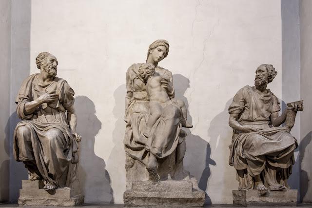 La Virgen y el Niño, San Damian y San Cosme :: Canon EOS5D MkIII | ISO800 | Canon 24-105@28mm | f/4.0 | 1/15s