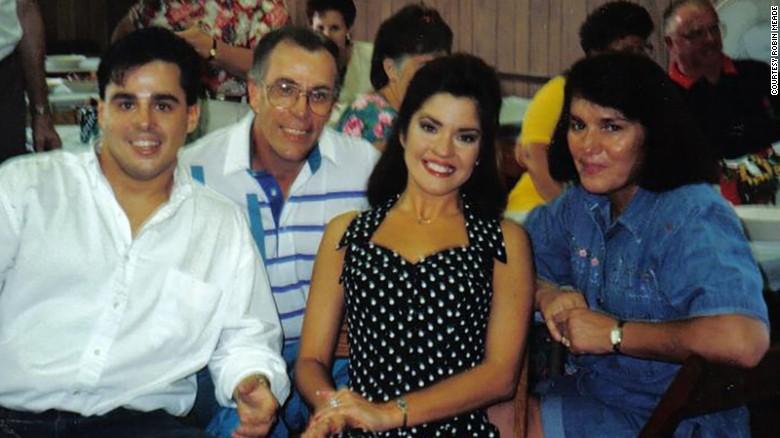 Familiefoto van de actrice &  muzikant, een relatie met Blake Alexander Jenner, die beroemd is vanwege Glee, Homeland