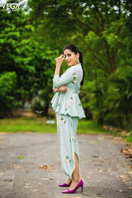 Telugu Anchor Rashmi Gautam Sexy Photo Stills Actress Trend