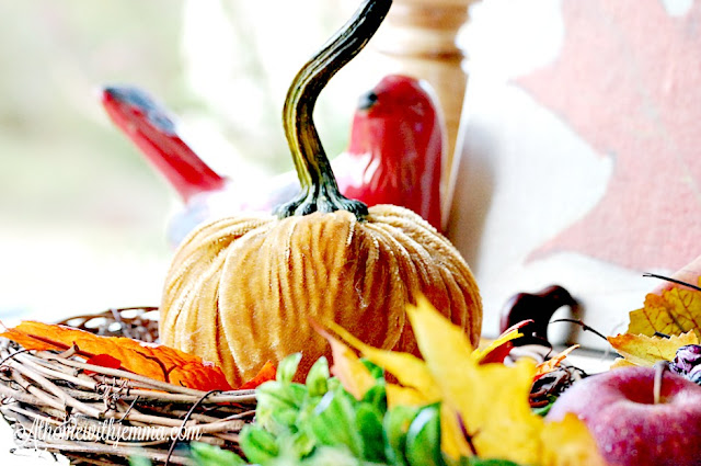outdoor-tablescape-woodsy-fall leaves-pumpkins-art-giveaway