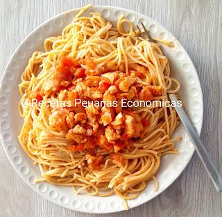 receta de tallarines rojos de pollo peruano