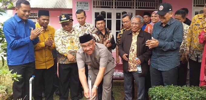 Walikota Resmikan Penggunaan SPAM Komunal di Cipayung