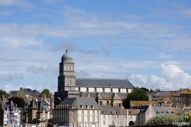 Vista della Chiesa di Saint Servan nella Cité d'Aleth