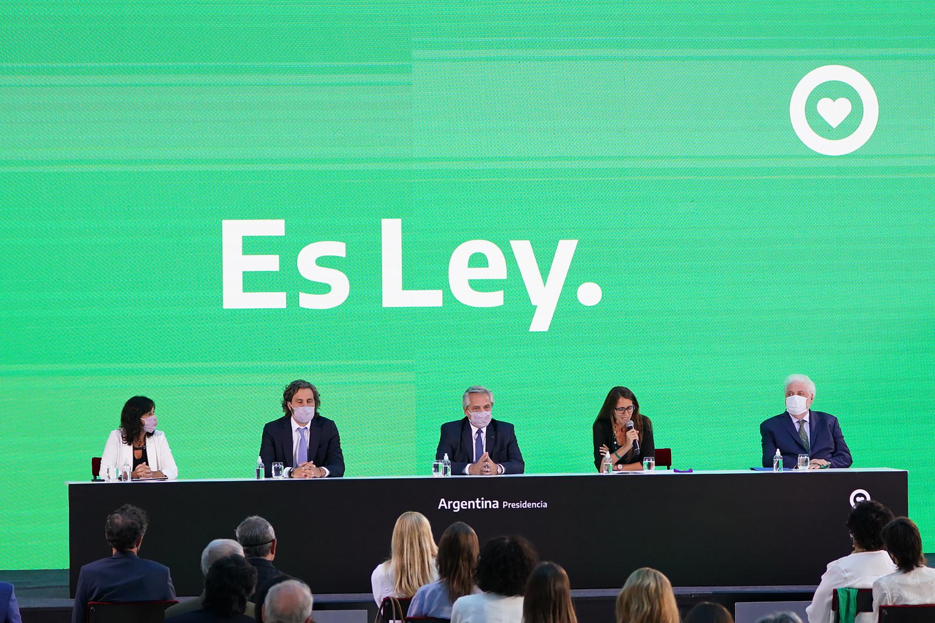 """El presidente Alberto Fernández promulgó la ley del aborto: """"Estoy muy feliz de estar poniéndole fin al patriarcado"""""""