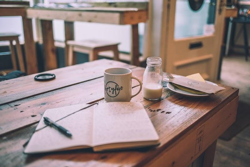 Katarsis dengan Menulis : Dari Buku Harian Hingga ke Laman