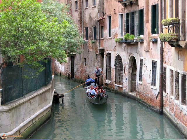 gondola, venezia canale, canale con gondola, venezia romantica