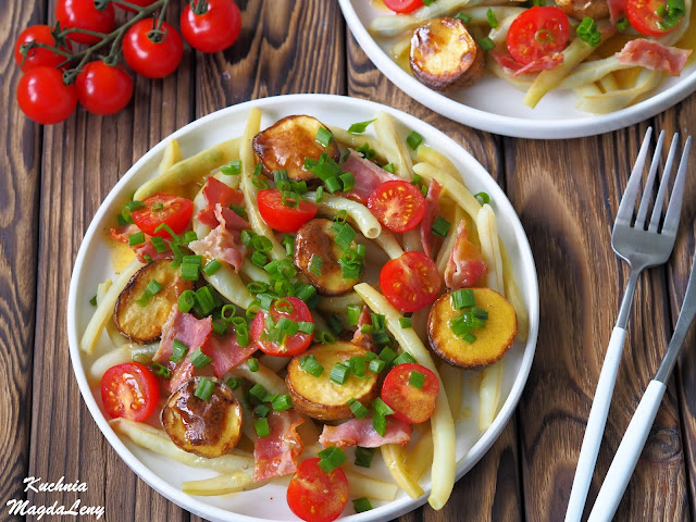 Fasolka szparagowa z boczkiem i pieczonymi ziemniaczkami