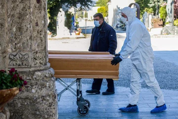 """Más de 41 mil """"muertes silenciosas"""" y duelos a distancia por la pandemia"""