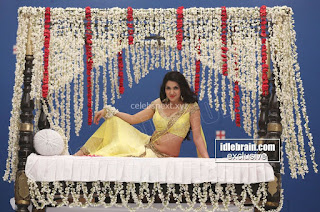 Sakshi Chodary in Yellow Transparent Sareei Choli Spicy Pics 16 .xyz.jpg
