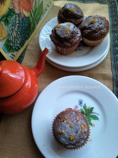 magdalenas-chocolate-naranja-con-gorrito-y-delantal