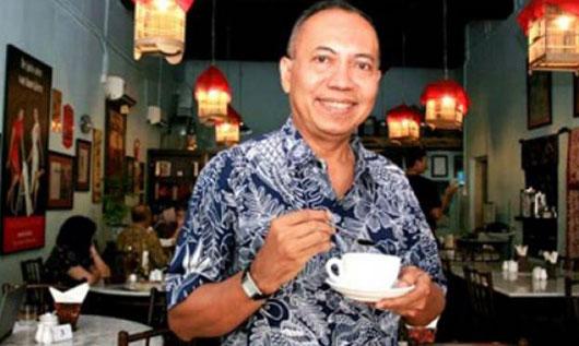 MAKNYUS : Bondan Winarno, Presenter dan pemerhati kuliner meninggal dunia, Rabu (29/11/2017) pagi.  Foto Tribun Pontianak