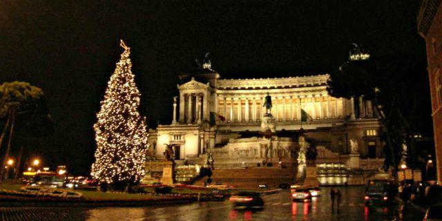 albero-di-natale-piazza-venezia-mercatini-di-natale-roma-poracci-in-viaggio