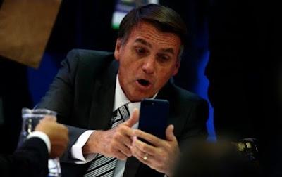Bolsonaro no celular