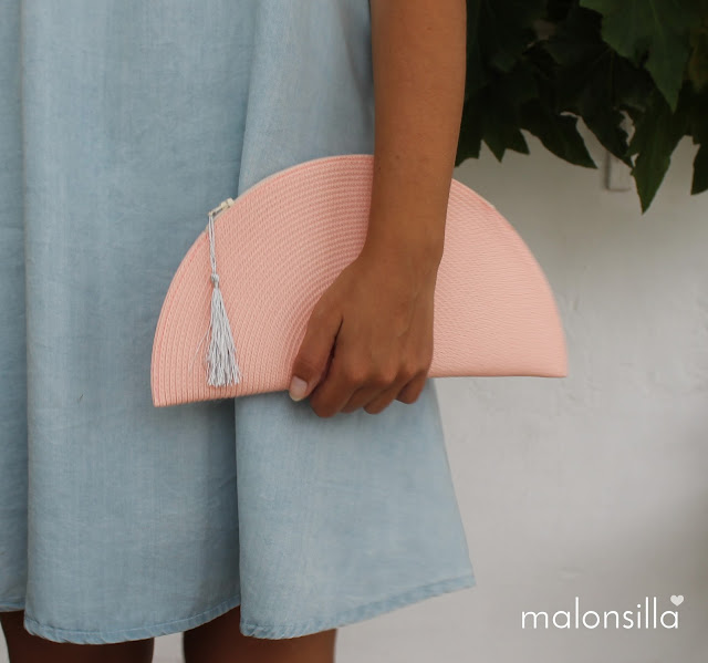 Bolso de mano media luna en color claro by malonsilla