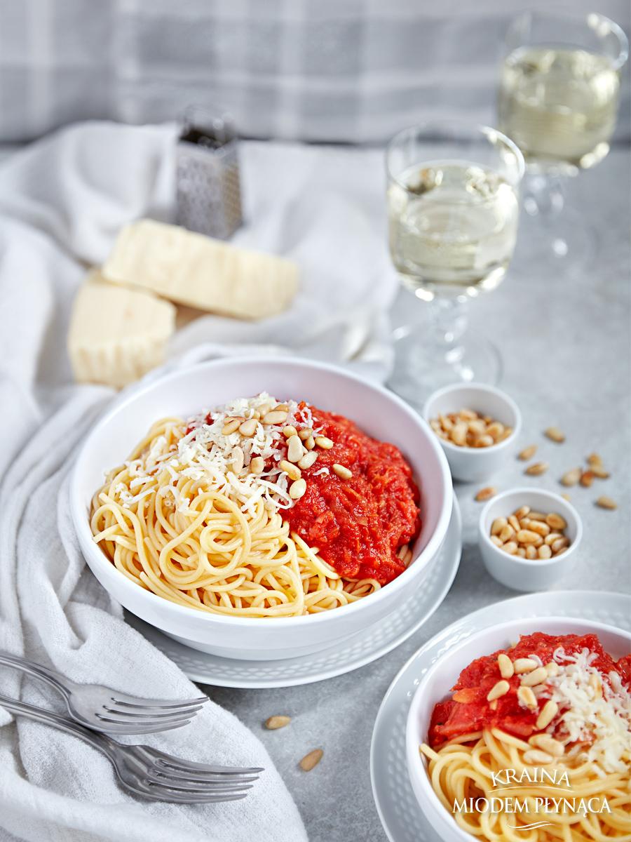 wegetariański sos do makaronu, sos pomidorowy, sos z pieczonych warzyw, pieczona papryka, papryka z piekarnika, kraina miodem płynąca