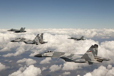 http://1.bp.blogspot.com/-yu6qORD_6mw/UBJsMRph28I/AAAAAAAANOE/e2Nc1HLyK4k/s1600/Australian+No.77+Squadron+FA-18+Hornet+welcome+Indonesian+Air+Force+%2528TNI-AU%2529+Sukhoi+Su-27+%2526+Su-30+Flanker+into+Darwin+to+participate+in+Exercse+Pitch+Black+2012+%25285%2529.jpg