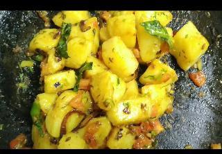 Cooked jeera aloo on pan for jeera aloo recipe