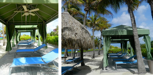 Estrutura da piscina do Renaissance Curaçao Resort