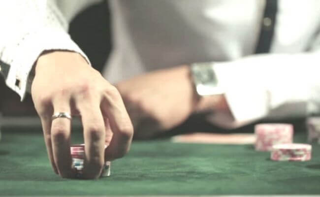 How to Play a LAG Poker Style