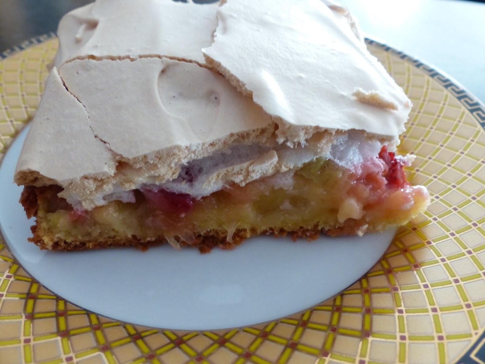 Verboten Gut Erdbeer Rhabarberkuchen Mit Baiser Vom Blech