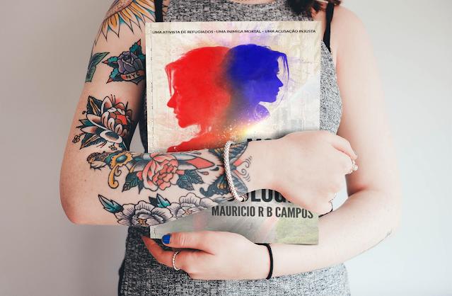 Garota segurando o livro Morte em Boulogne