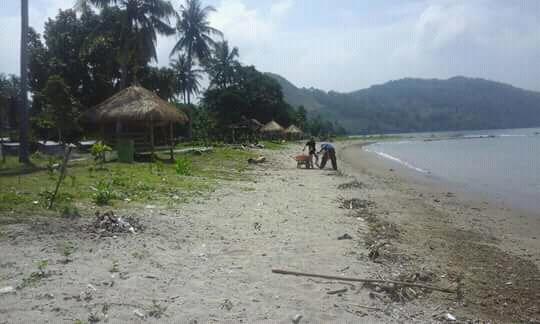 Saung di Pantai belebuk