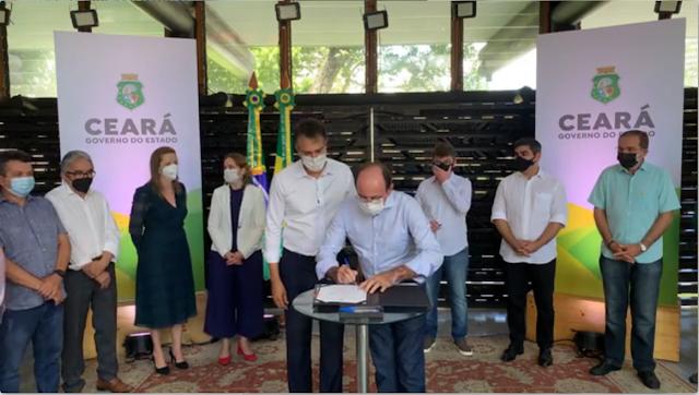 Prefeito Marcelo Machado assina termo para instalação da fábrica de calçados de Crateús