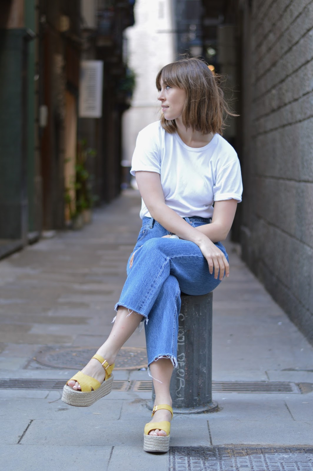 Basics styling - how to wear style blue jeans and a white t-shirt rules