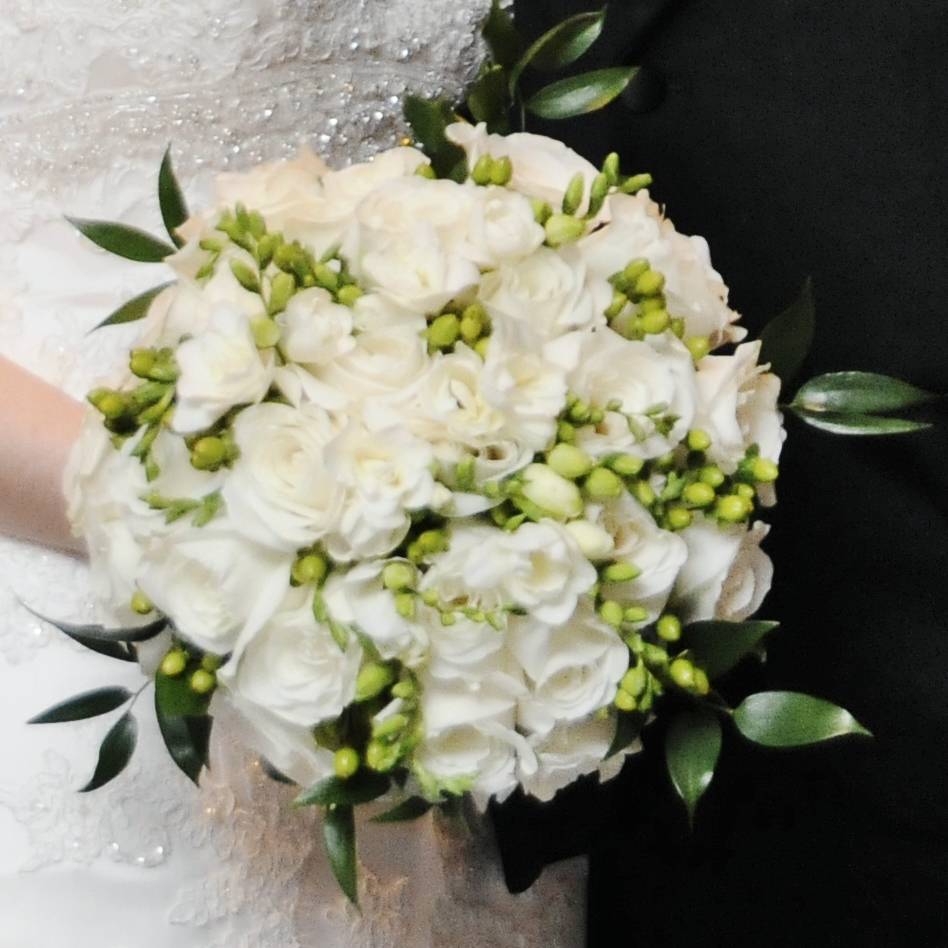 White Wedding Bouquets: BonnieProjects: Elegant White And Green Wedding Bouquets