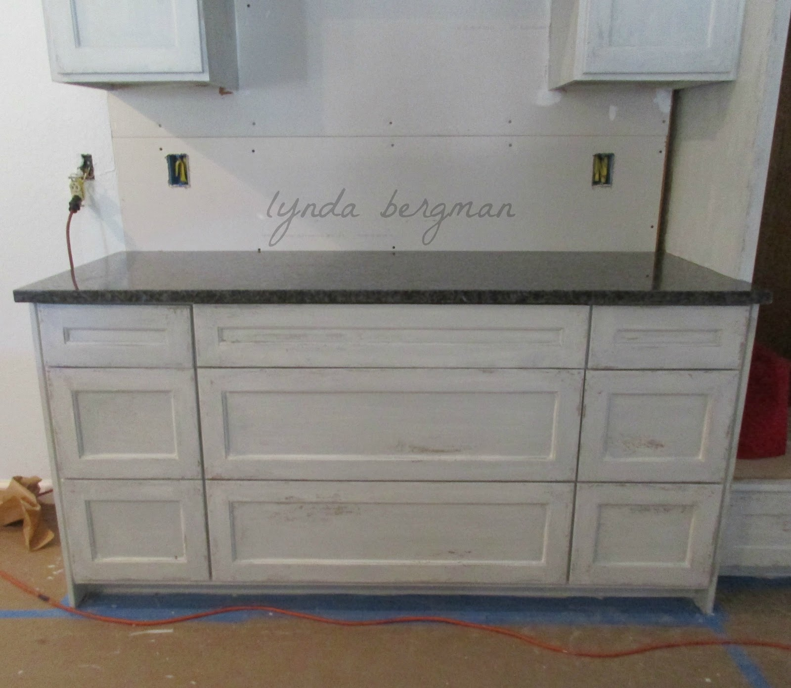 Grey Distressed Kitchen Cabinets: LYNDA BERGMAN DECORATIVE ARTISAN: PAINTING A DISTRESSED