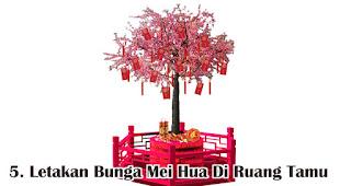 Letakan Bunga Mei Hua Di Ruang Tamu merupakan salah satu tips mudah buat dekorasi imlek di rumah