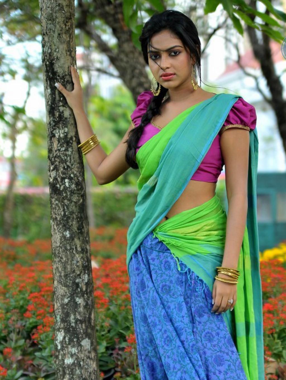 Lovely & beautiful Amala paul latest half saree pics collection