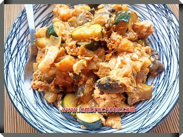 salteado de calabacines y champiñones al pimenton. www.lambruchona.com