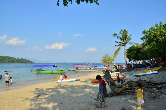 Pulau Tangkil dan Pantai Mutun