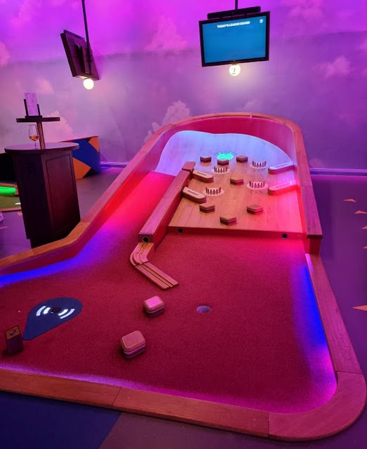 Puttshack Mini Golf at Lakeside in Essex. Photo by Simon Brown, August 2021