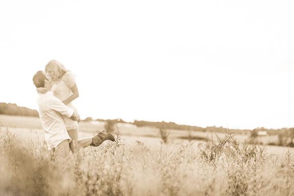 romantic fall engagement on an ohio farm   ben & les photography