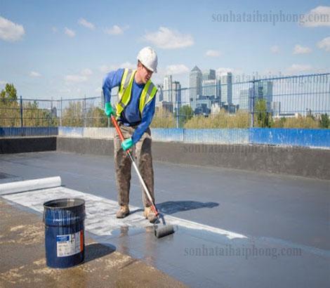 Thợ đang tiến hành thi công chống  thấm sàn mái tại Hải Phòng. Liên hệ anh Duy 0936 708 399
