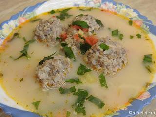 Ciorba de perisoare reteta bors de casa cu carne tocata de porc orez si legume retete supe ciorbe traditionale romanesti,