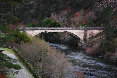 Puente sobre el río Lima entre Paradamontes y Vilarinho das Quartas. 2011