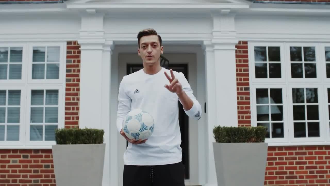 Jogador do Arsenal e campeão mundial com a seleção alemã em 2014 0846c0bbe3399