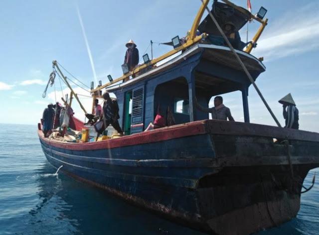 Tim Gabungan Dinas Kelautan, Polisi dan TNI-AL Patroli Illegal Fishing di Perairan Aceh Utara.lelemuku.com.jpg